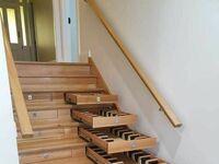 Pomysłowe wykorzystanie miejsca pod schodami