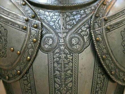 Zdobiona włoska zbroja sprzed 500 lat