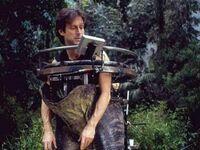 John Rosengrant, specjalista od efektów specjalnych, w stroju dinozaura na planie Jurassic Park