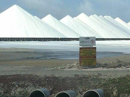 Góry soli na Bonaire - holenderskiej wyspie u wybrzeży Ameryki Płd.