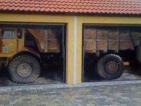 Drzwi garażowe oklejone, a teraz niech sąsiedzi się zastanawiają jak tam wjechałem
