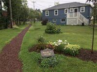 W Kanadzie właściciel domu spostrzegł, że ludzie robią sobie skrót przez jego trawnik Zamiast postawić płot, zrobił ścieżkę