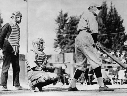 Gracze baseballa noszą maseczki podczas epidemii grypy w 1918 roku