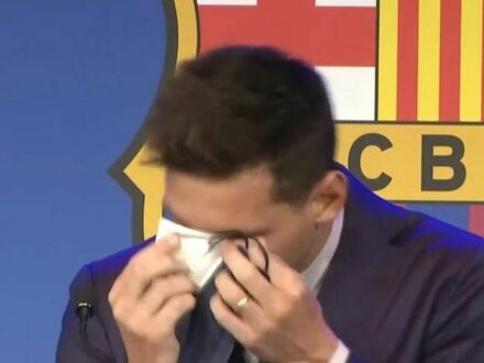 Leo Messi zalewając się łzami pożegnał się z Barceloną