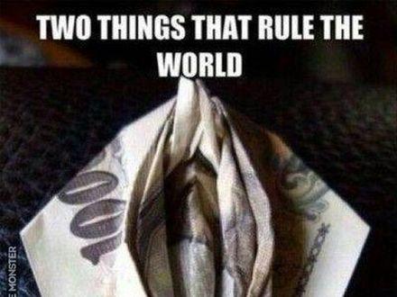 Dwie rzeczy, które rządzą światem na jednym zdjęciu