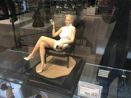 Sharon Stone dorabia w jednym sklepie na Dalekim Wschodzie