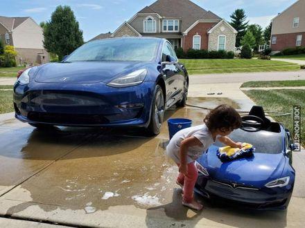 Moja Tesla też jest brudna, tatusiu