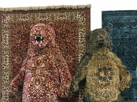 Rosji można kupić niedźwiedzia w kolorze dywanu na ścianie