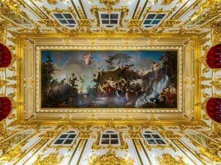 Sufit w pałacu Peterhof w Sankt Petersburgu