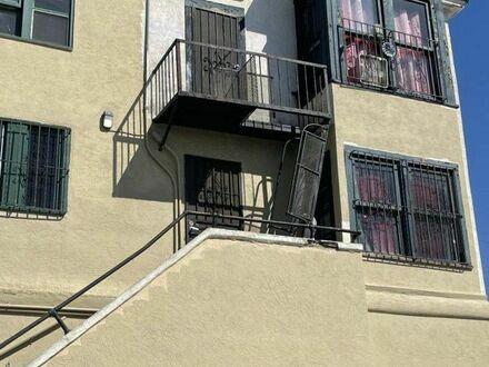 Aby dostać się do tego mieszkania, trzeba użyć drabiny