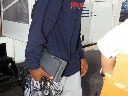 LeBron James ze swoim PS2 (2003)