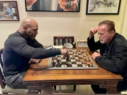 Potyczka pomiędzy Mike Tysonem a Arnoldem Schwarzeneggerem