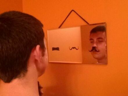 W których wąsach będzie wyglądał najlepiej?