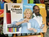 Snoop Dogg dorabia w reklamie zapalniczek