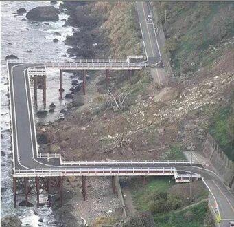 Tymczasowy objazd po przejściu lawiny spowodowanej trzęsieniem ziemi  Japonia