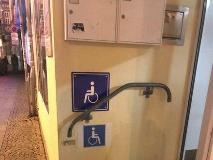 Wejście dla niepełnosprawnych ma po prostu mniej schodków