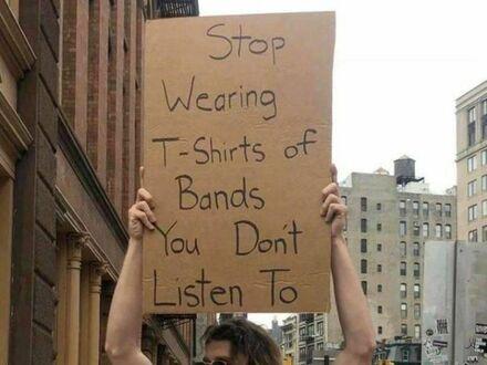 Przestańcie nosić koszulki zespołów, których nie słuchacie