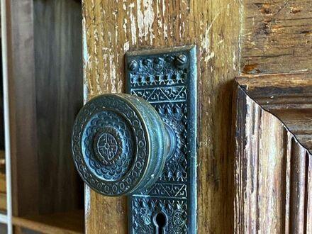 Klamka w domu zbudowanym w 1890 roku