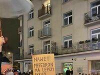 Jeden z napisów podczas protestu w sprawie ostatnich zmian w prawie aborcyjnym