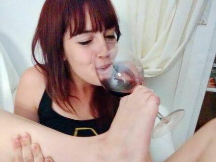 Jej dwa ulubione zajęcia to joga i picie wina