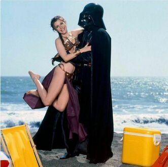 Księżniczka Leia spędza dzień na plaży ze swoim ojcem, 1983 rok