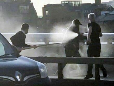 Polak z półtorametrowym kłem narwala pomagał obezwładnić terrorystę w Londynie