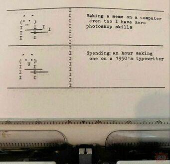 Mem na maszynie do pisania z 1950 roku
