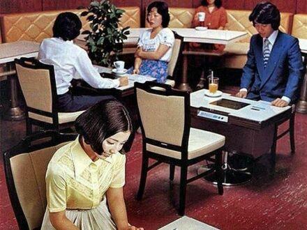 Kafejka komputerowa, Japonia, 1978