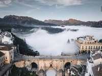 Jak wodospad z chmur
