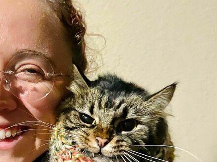 Wydziergała szalik dla kota, nie był zachwycony