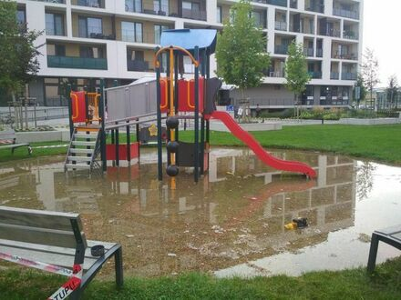 Z placu zabaw zrobił się aquapark