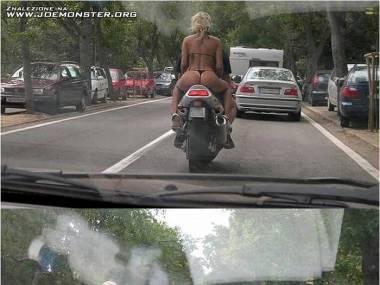 Dziwne światła ma ten samochód... ;)