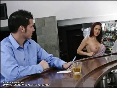 Chyba chce drinka... :C