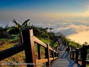 Romantyczny spacer z głową w chmurach
