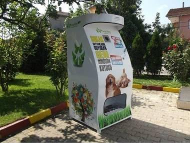 Śmietnik w Stambule - wrzuć butelkę, nakarm zwierzaka