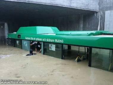 Akcja ratunkowa po powodzi w Malmo w Szwecji