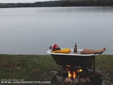 Gorąca kąpiel nad jeziorem