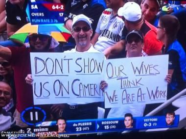 Nie pokazujcie nas w telewizji! Żony myślą, że jesteśmy w pracy