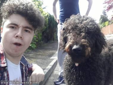 Zdaje się, że mają tego samego fryzjera