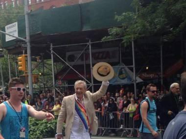 Sir Ian McKellen na paradzie równości