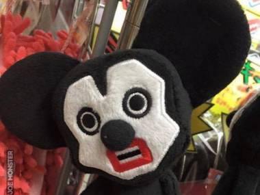 Bardziej Myszka Miki czy już smutny klaun?