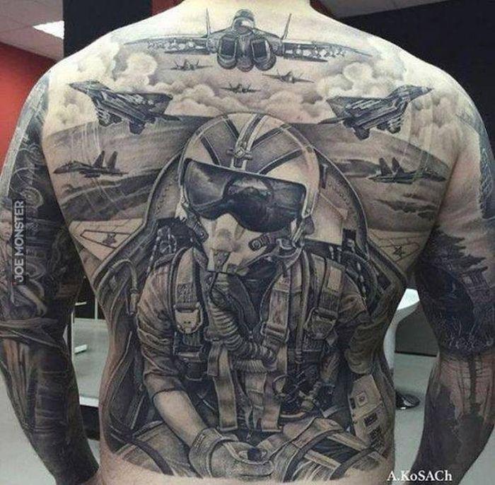 Imponujący Tatuaż Joe Monster