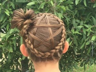 Pentagram we włosach
