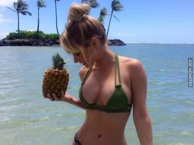 Dwa melony i ananas
