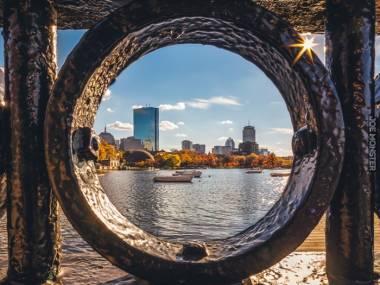 Boston widziany przez barierkę