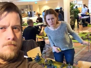 Poszedł na turniej Warhammera. W pierwszej rundzie trafił na swoją żonę
