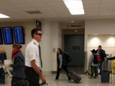 Trollował na lotnisku