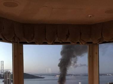 Pożar obserwowany z okna hotelowego baru