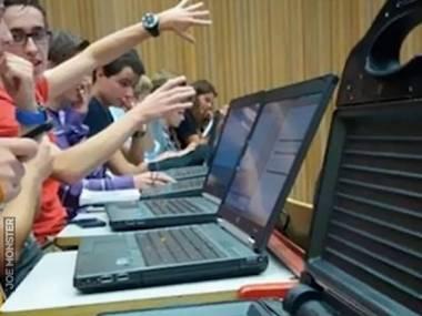Mieliśmy przynieść na zajęcia swoje laptopy, ale nie stać mnie na swojego