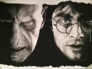 Lord Voldemort i Harry Potter - rysunek wykonany węglem drzewnym